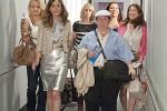 Brautalarm: Annie, Lilian und die anderen Brautmädels auf dem Weg nach Las Vegas (Copyright: Universal Pictures)